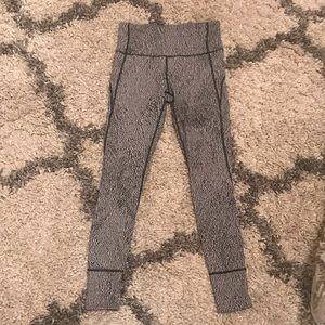 Lululemon High Waisted Leggings Size 6 (like new)